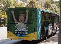 Campaña en autobús para clinica dental en Málaga