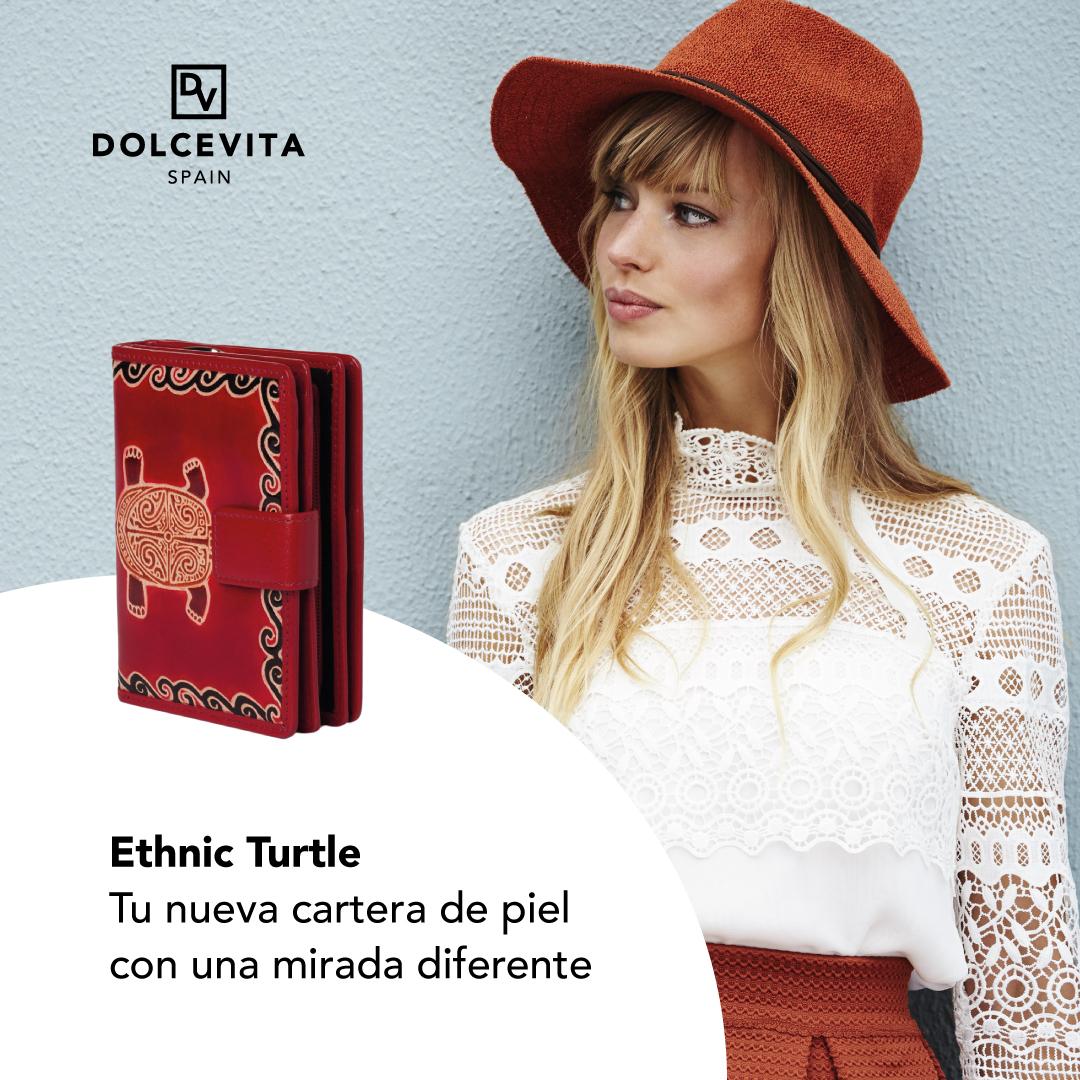 Diseño para redes sociales de Dolcevita Spain. En ella aparece una cartera y una chica vestida con combinación de color