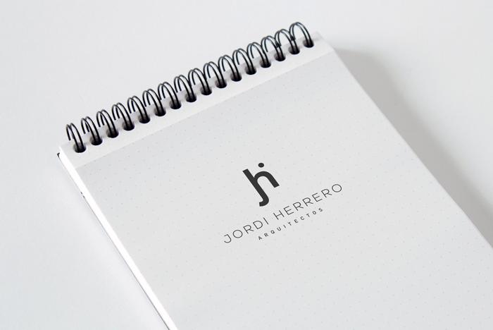 Simulación en libreta del logo de Jordi Herrero Arquitectos